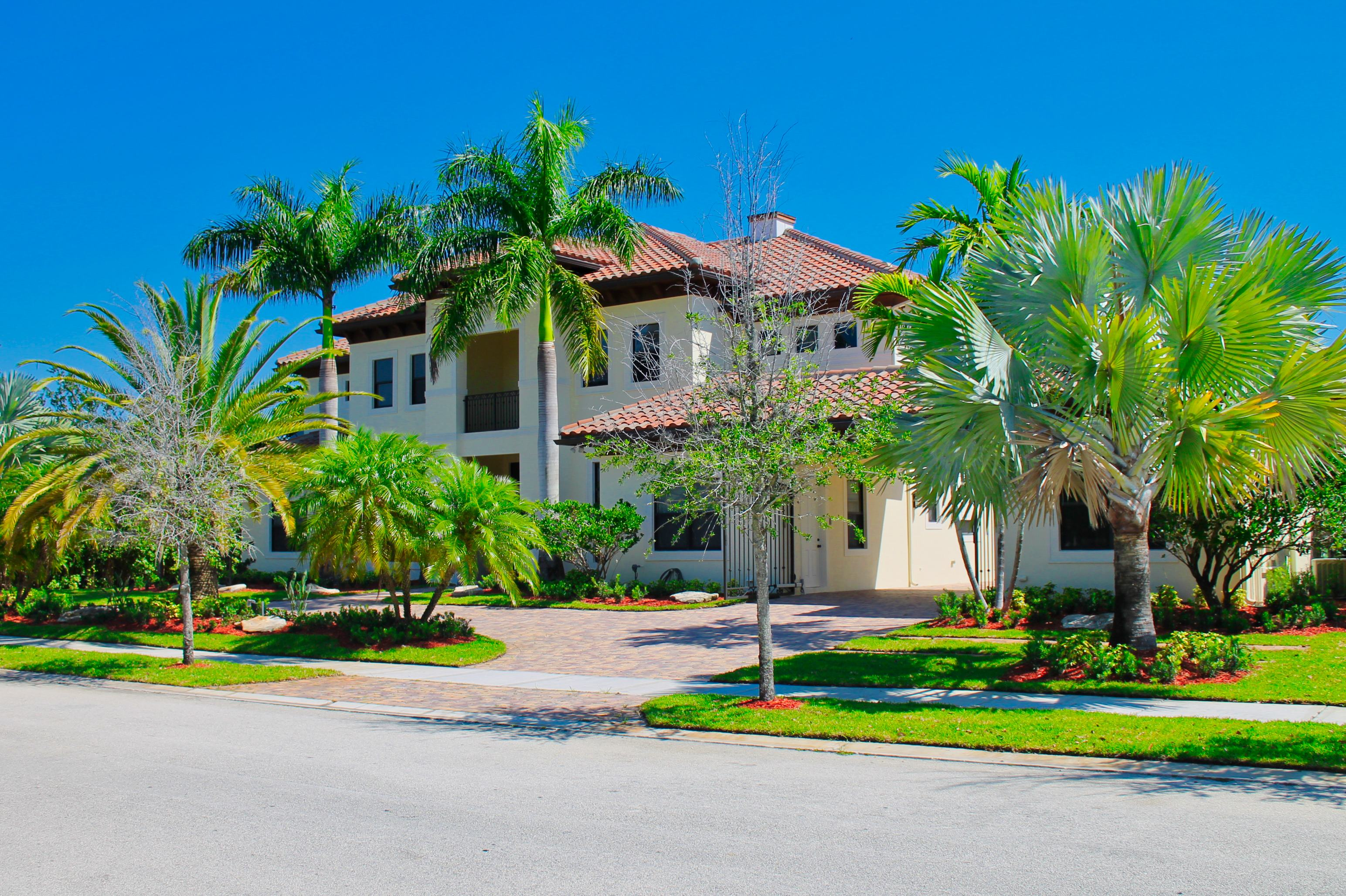 Coconut Creek Fl Commercial Lawn Services Pink And Green